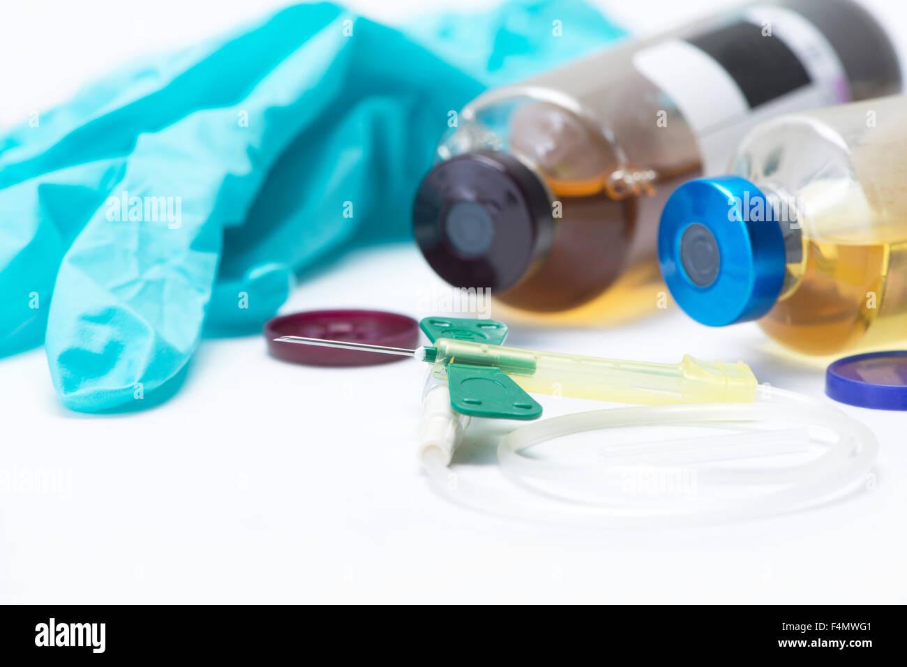 Green catetere di sicurezza con corsi di aerobica e anaerobica cultura sangue bottiglie. Immagini Stock