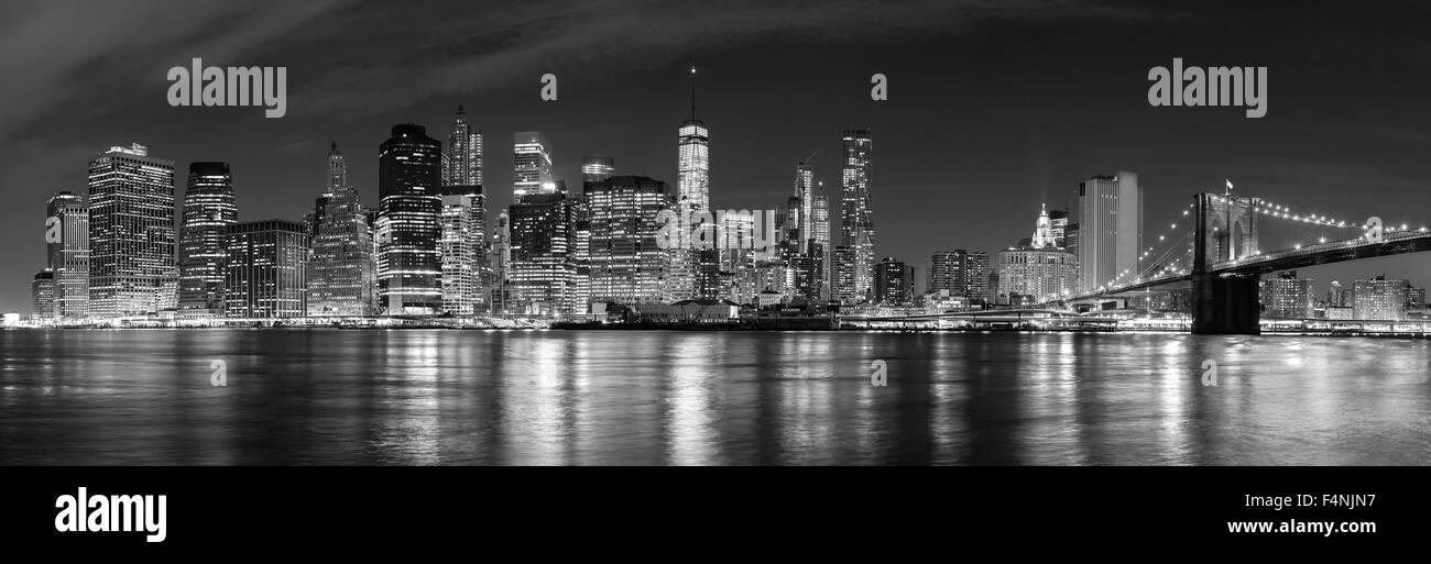 In bianco e nero di New York City di notte immagine panoramica, STATI UNITI D'AMERICA. Immagini Stock