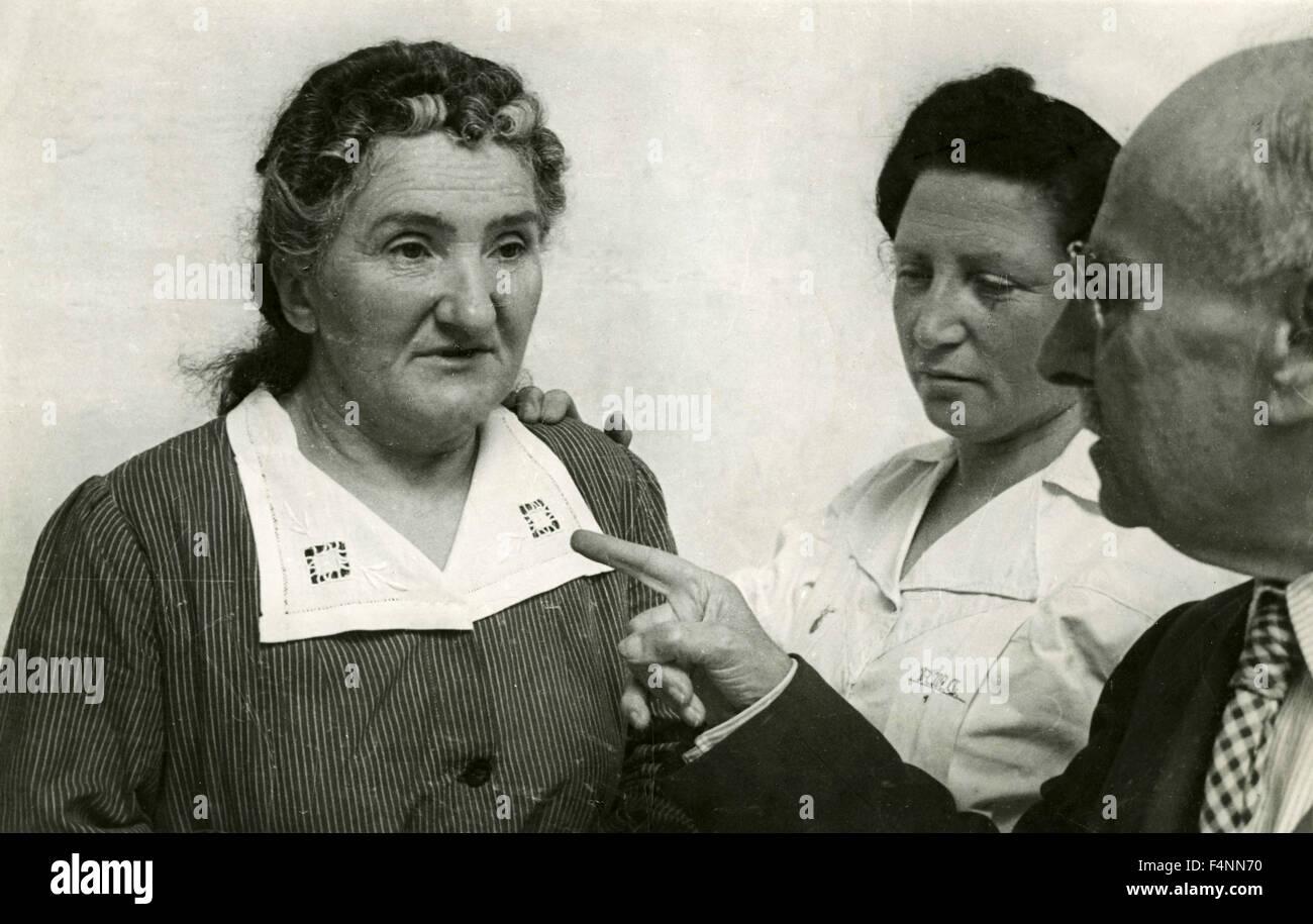 Il serial killer Leonarda Cianciulli intervistato dal professor Saporito, Pozzuoli, Italia Immagini Stock