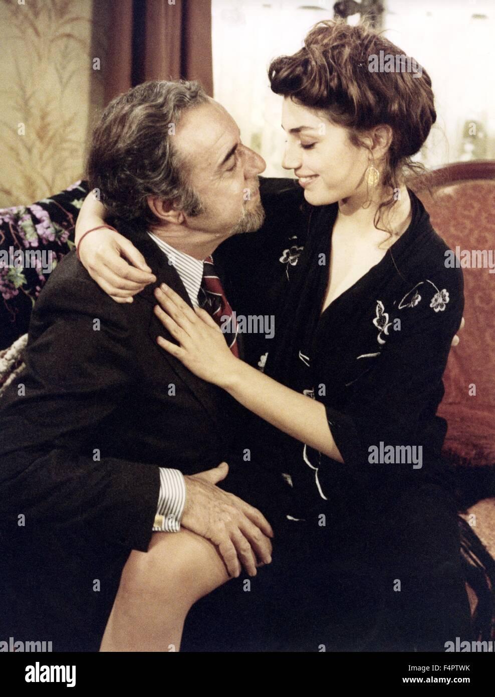 Fernando Rey e Angela Molina / Che oscuro oggetto del desiderio / 1977 diretto da Luis Bunuel [Greenwich Film Productions] Immagini Stock