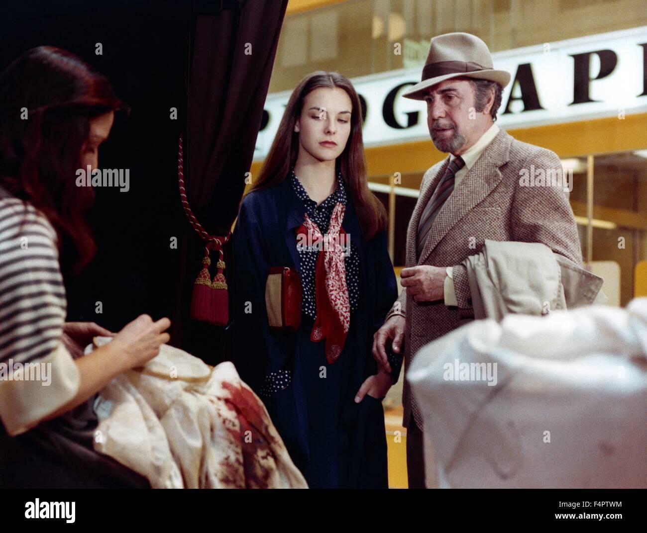 Carole Bouquet e Fernando Rey / Che oscuro oggetto del desiderio / 1977 diretto da Luis Bunuel [Greenwich Film Productions] Immagini Stock