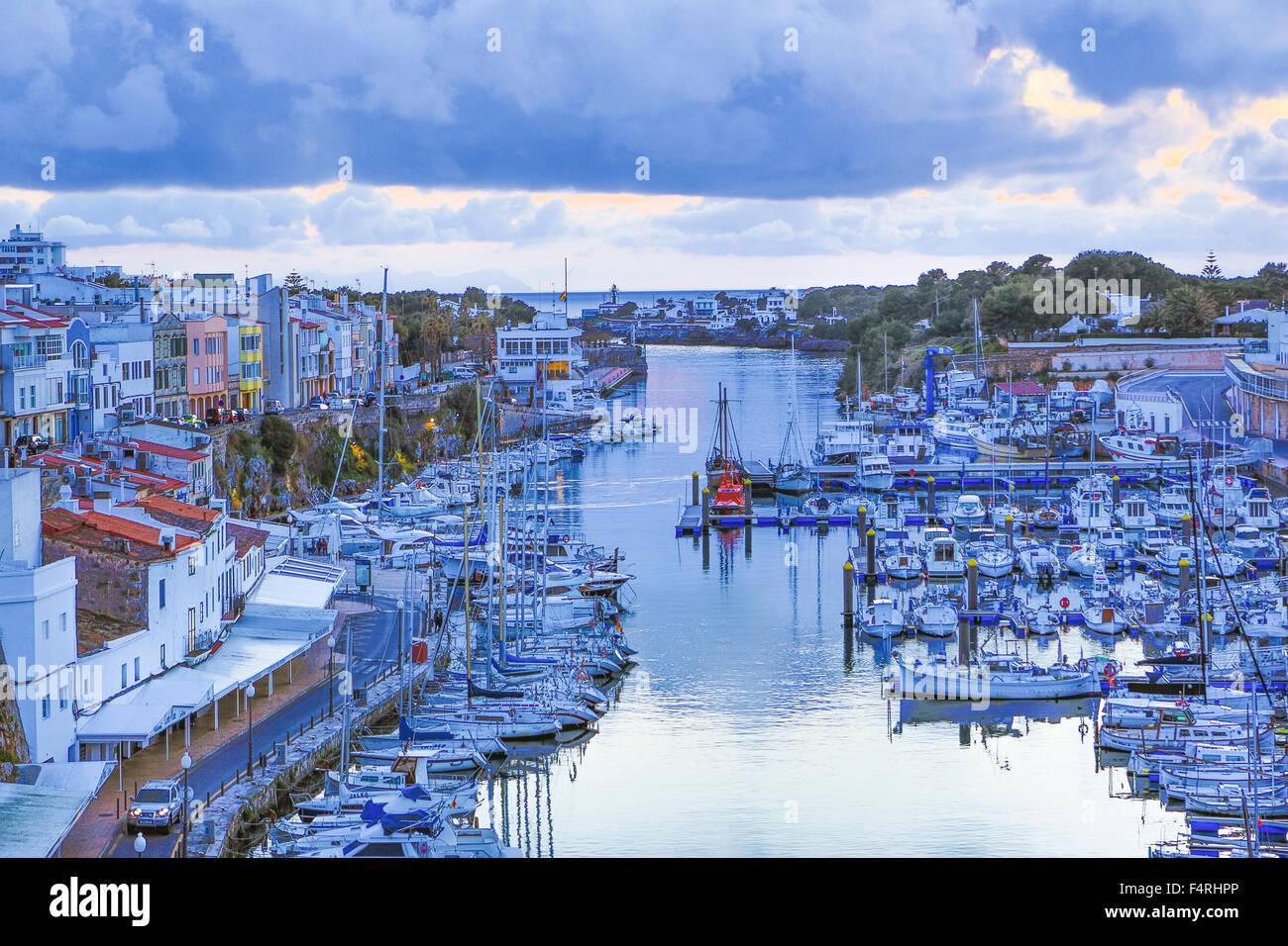 Isole Baleari, Ciutadella, città, paesaggio, Menorca, Isola, Spagna, Europa, molla, architettura, barche colorate, Immagini Stock