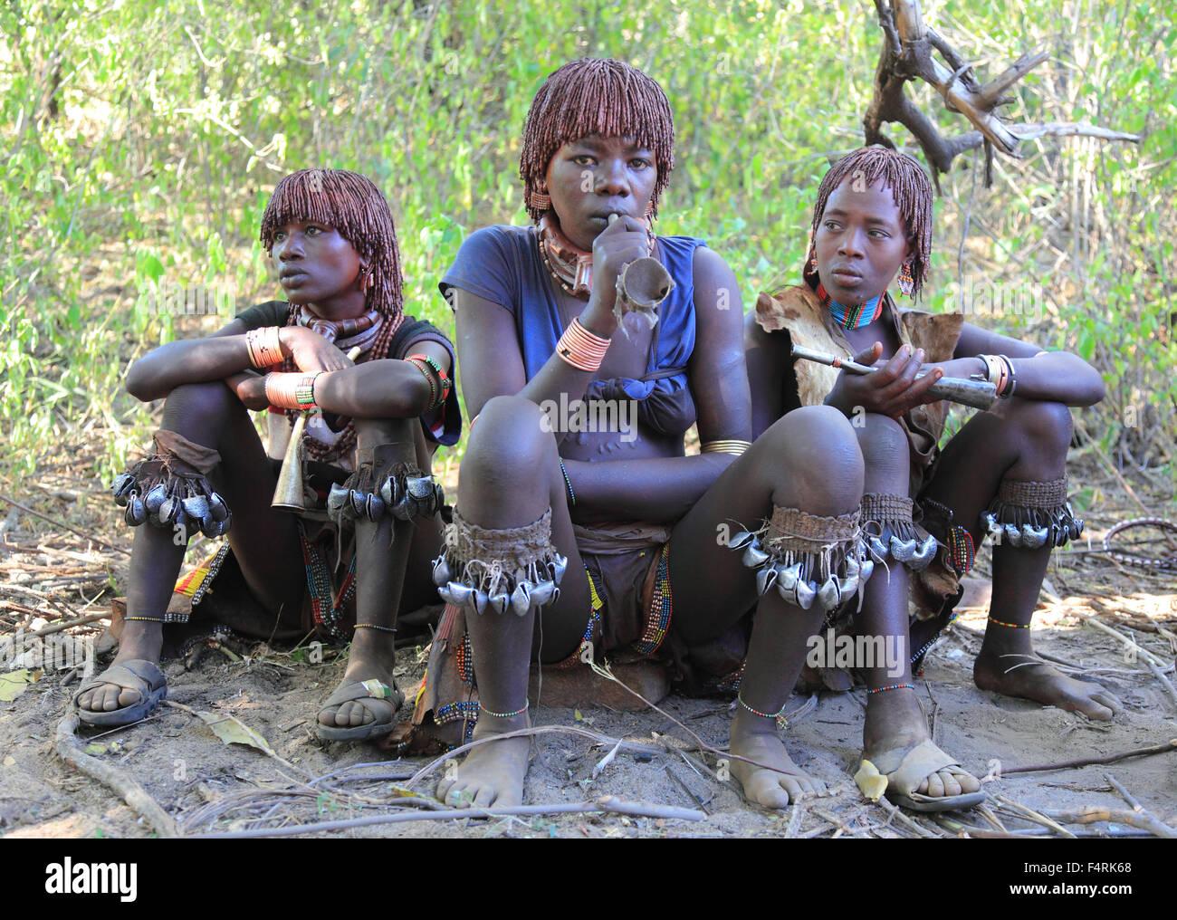 Regione dell'omo, la tribù dei hamar, Hamer, hamma, martello, amar o amer, donne in anticipo del rito di Immagini Stock