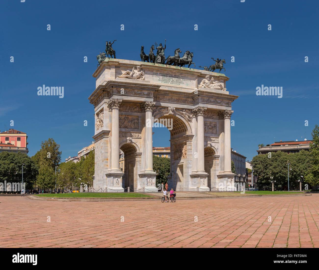 L'Italia, Europa, Milano, lombardia, Piazza Sempione, Arco della Pace, città, estate, persone Immagini Stock