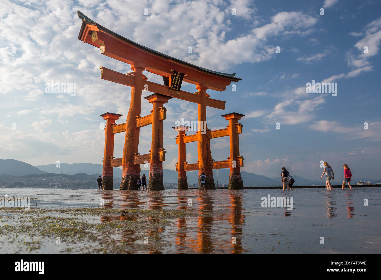 Giappone, Provincia di Hiroshima, Myajima Isola, Utsukushima Santuario, il Gate Foto Stock
