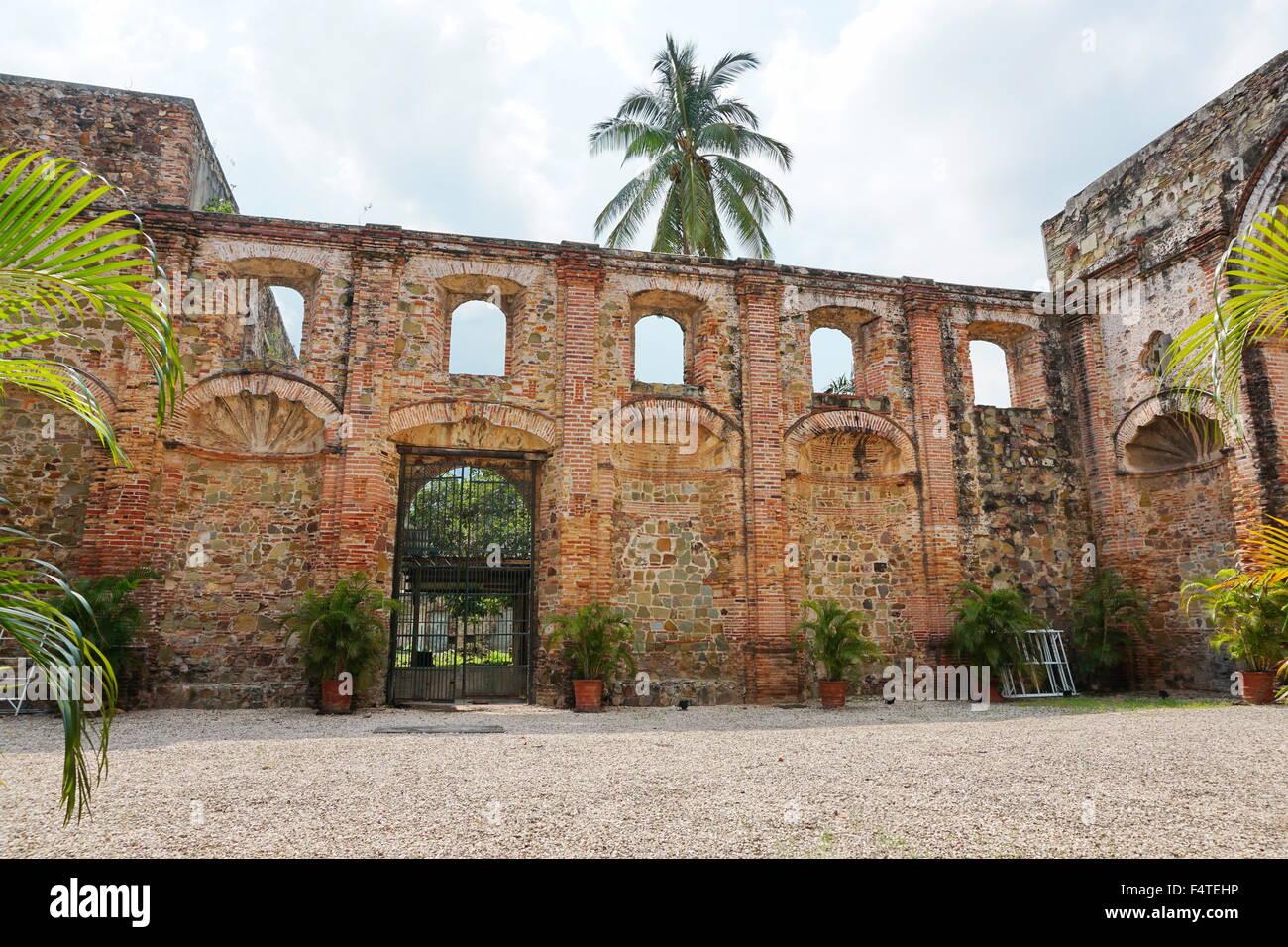 La rovina della chiesa della Compagnia di Gesù nel Casco Antiguo, il quartiere storico della città di Immagini Stock