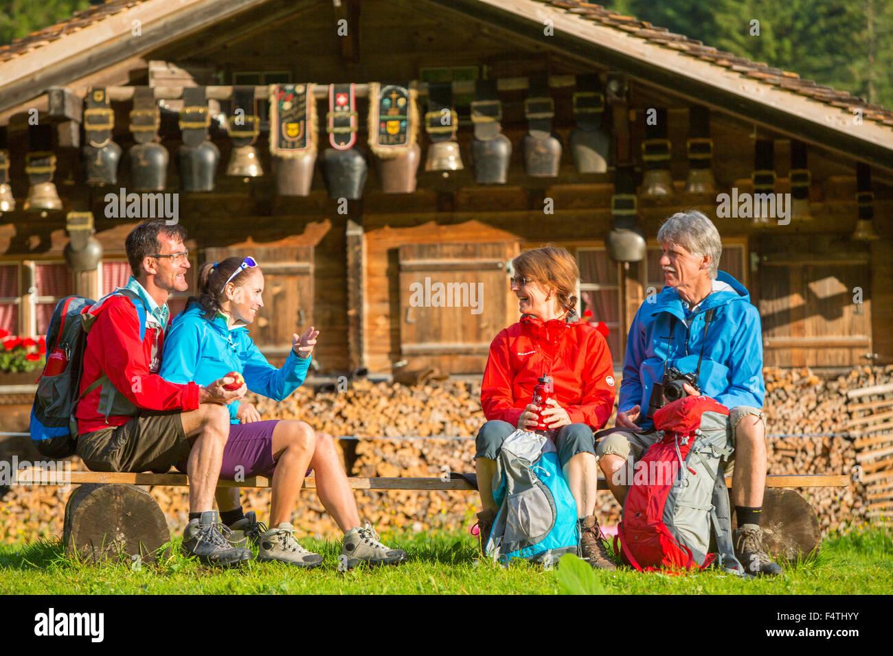 Escursionista vicino a alp rifugio, Rosenlaui Immagini Stock
