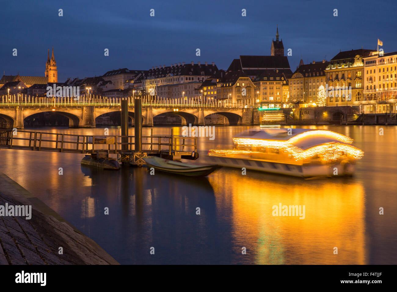 Ponte sul Reno con luci di Natale a Basilea, Immagini Stock