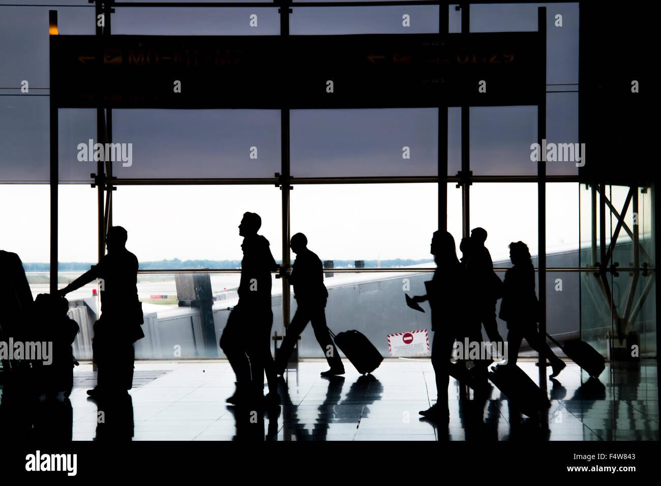 La gente in aeroporto di Barcellona Immagini Stock