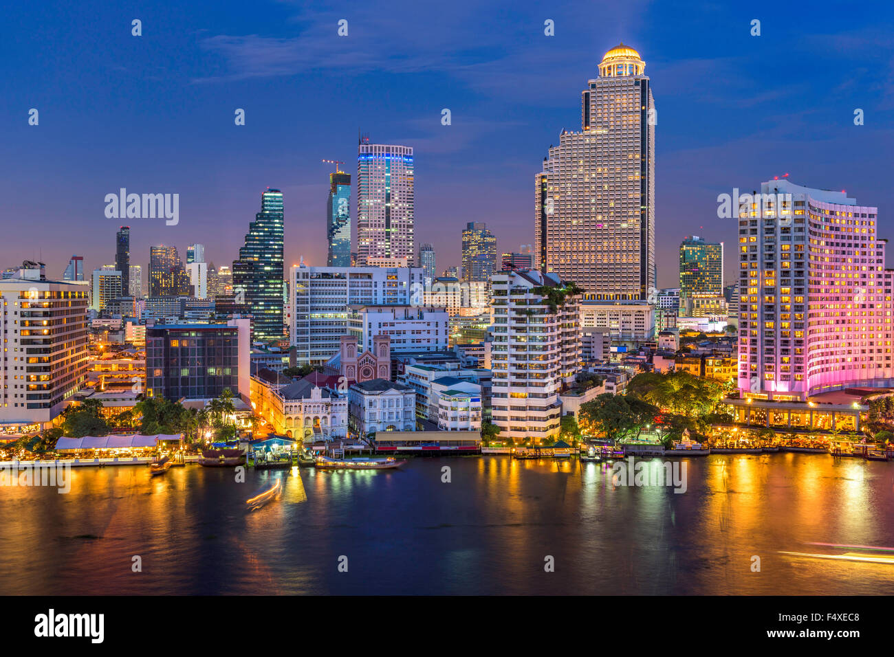 Bangkok, Thailandia skyline sul Fiume Chao Phraya. Immagini Stock