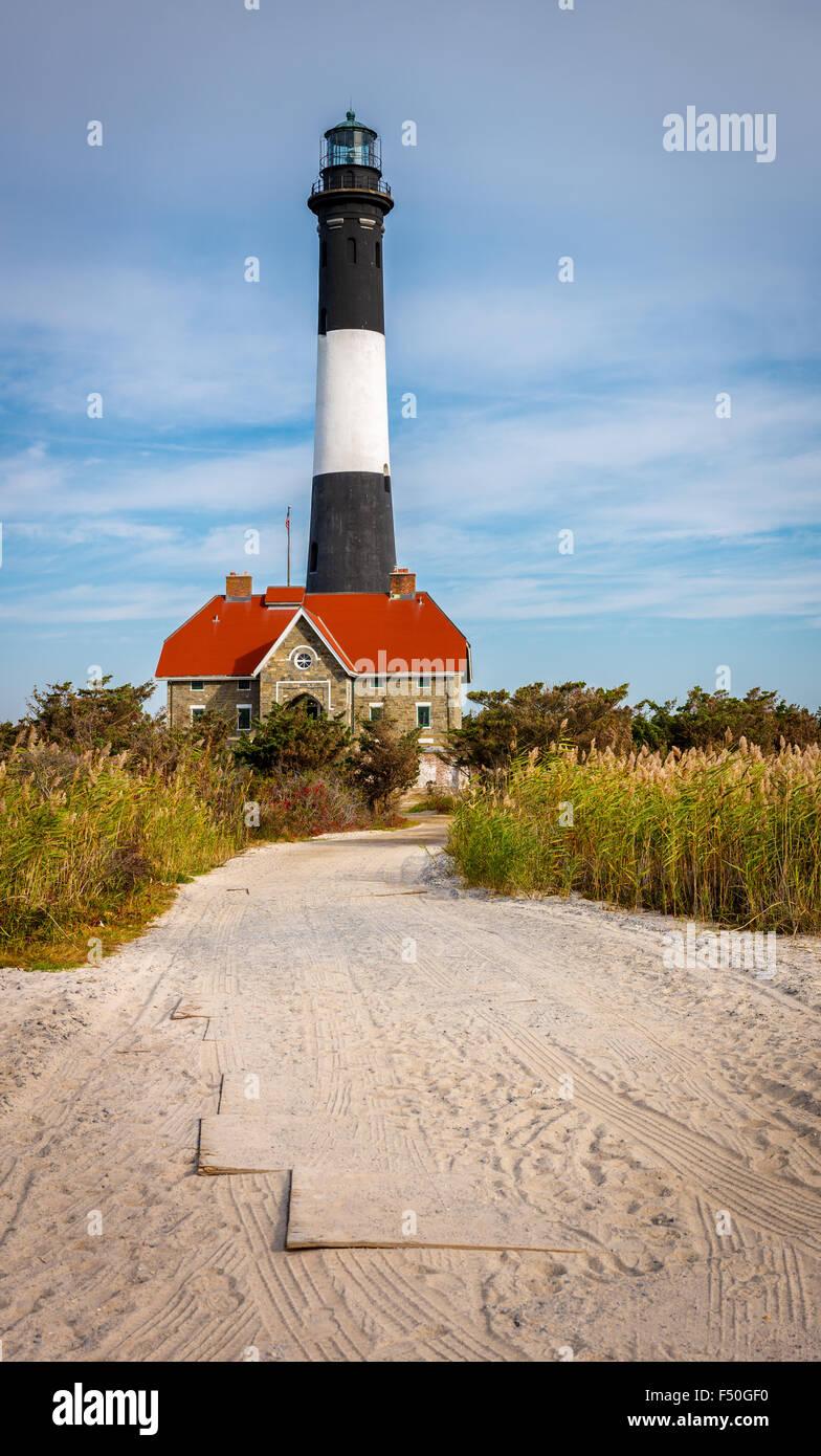 Fire Island Lighthouse e casa del guardiano, Bay Shore, Long Island, nello Stato di New York Immagini Stock