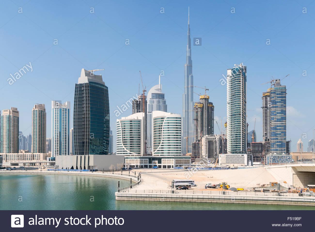 Skyline di grattacieli accanto al Creek a Business Bay in Dubai Emirati Arabi Uniti Immagini Stock