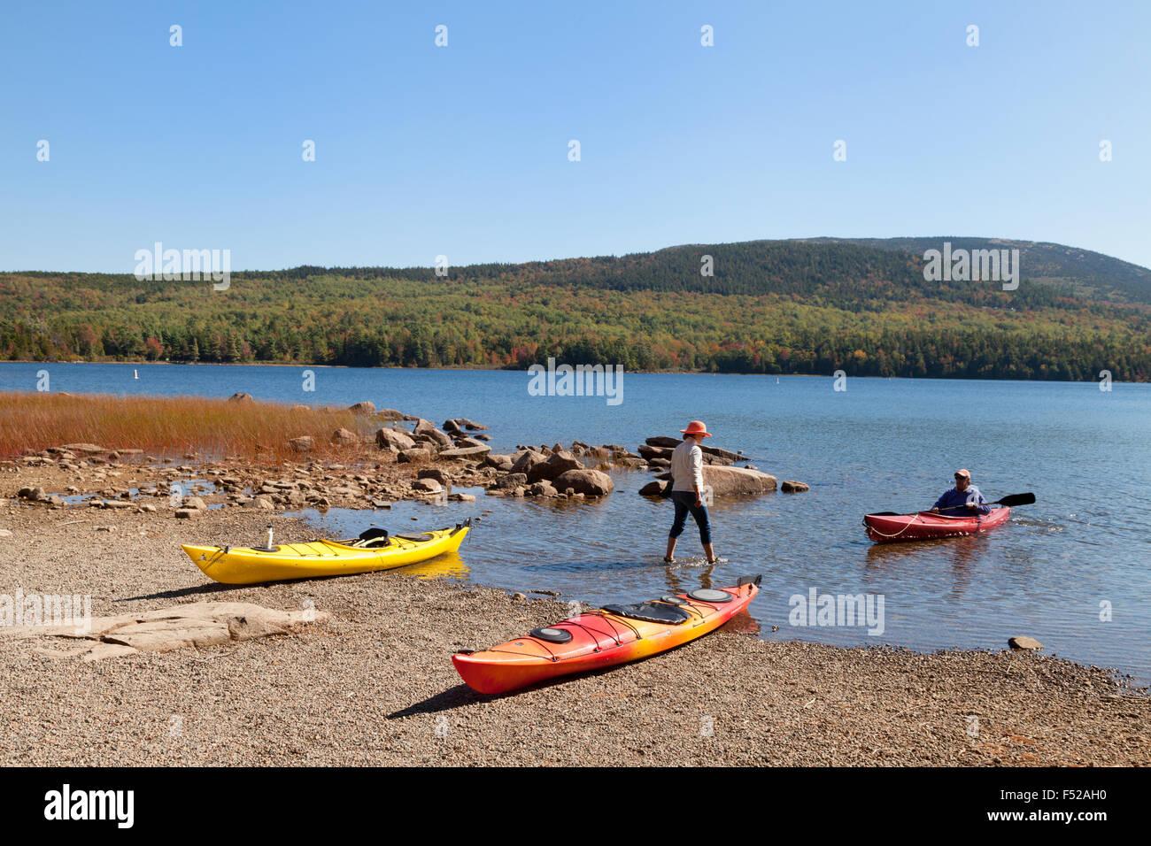 Canoa e Kayak, Eagle Lake, il Parco Nazionale di Acadia, Maine, Stati Uniti d'America Immagini Stock
