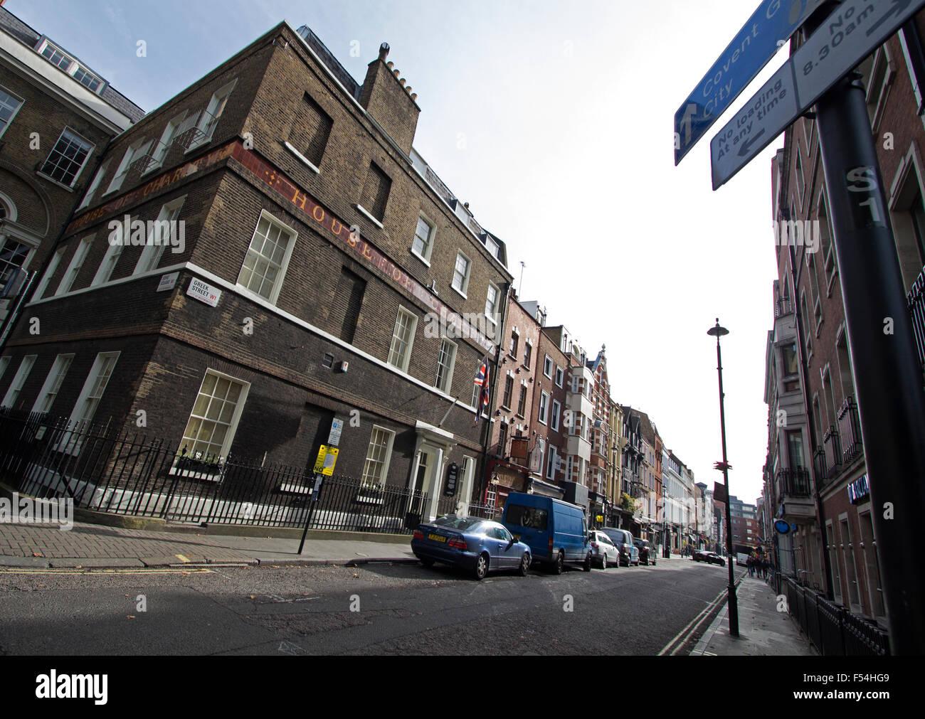 L'angolo di Greek Street e Soho Square in Soho Central London fotografato ampio angolo Immagini Stock
