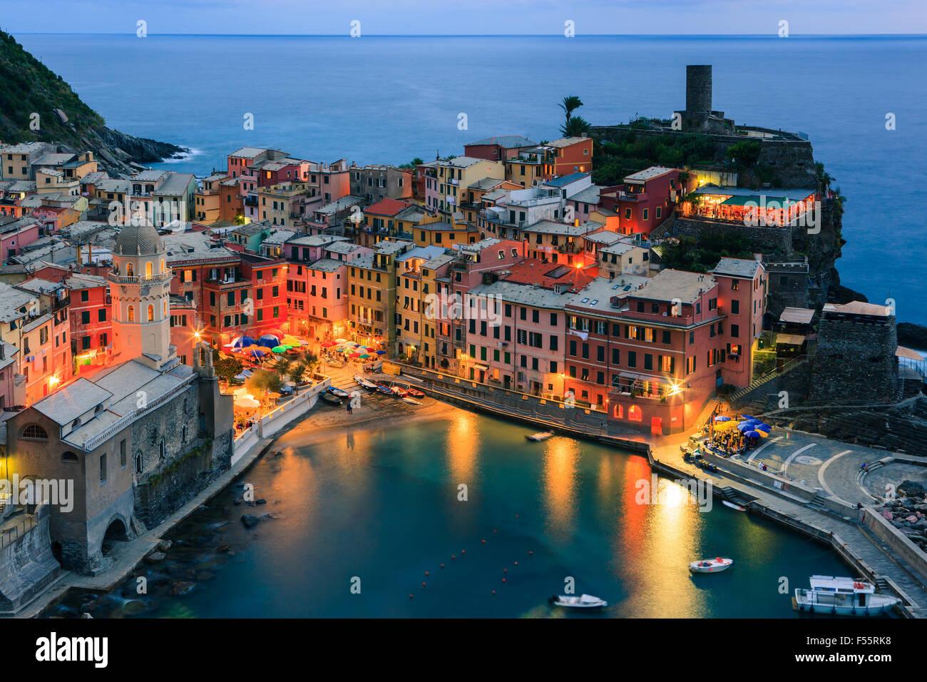Vernazza (latino: Vulnetia) è una città e comune situato in provincia di La Spezia, Liguria, northwestern Immagini Stock
