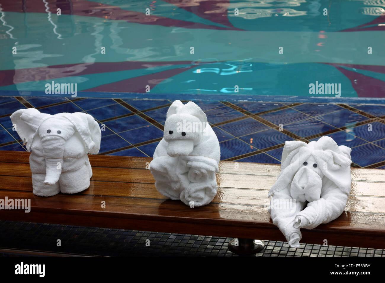 Piegare Gli Asciugamani A Forma Di Animale : Asciugamano origami immagini & asciugamano origami fotos stock alamy