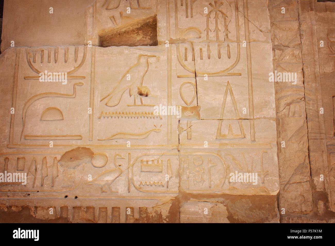 Immagine di immagini scolpite del tempio di Karnak, Egitto. Immagini Stock
