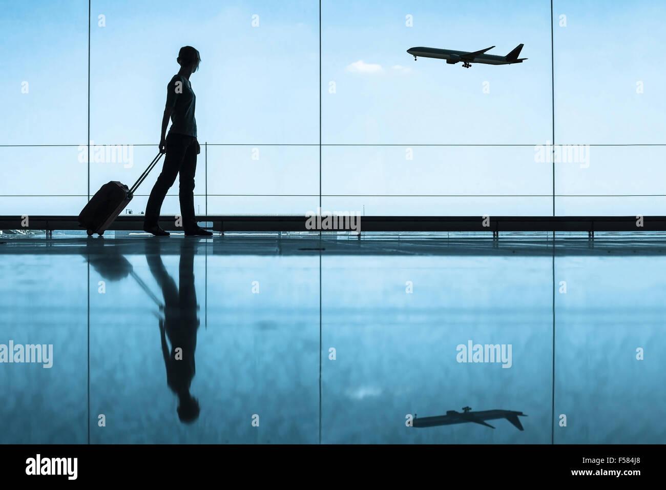 Concetto di viaggio, persone in aeroporto Immagini Stock