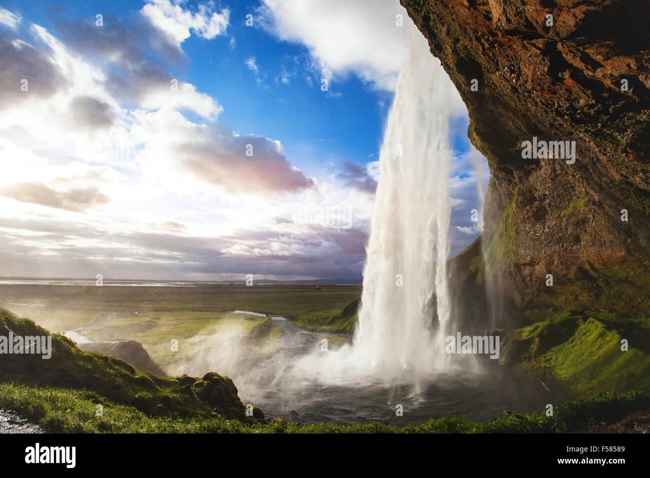 Splendido panorama mozzafiato da Islanda, Seljandafoss cascata Immagini Stock