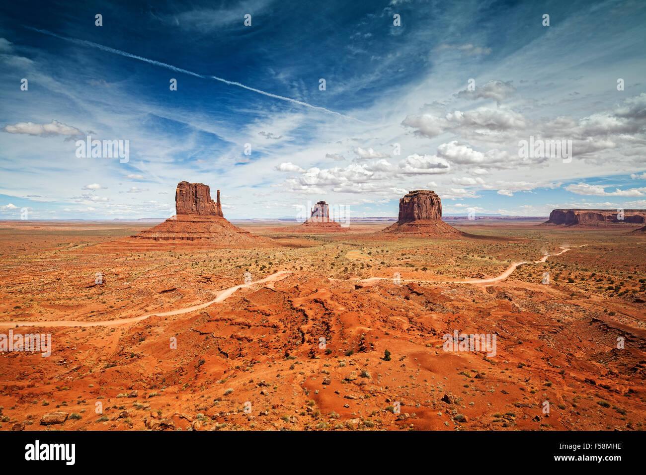 Ampio angolo di foto della Monument Valley Navajo Tribal Park, Utah, Stati Uniti d'America. Immagini Stock