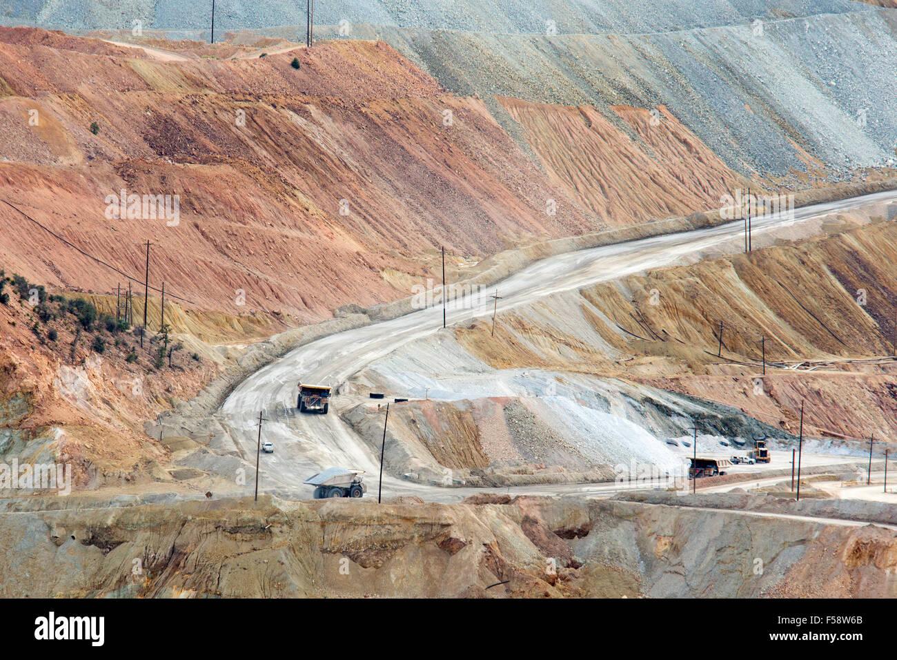 Santa Rita, New Mexico - Il Chino fossa aperta miniera di rame, azionato da Freeport-McMoRan, produce rame e molibdeno. Immagini Stock