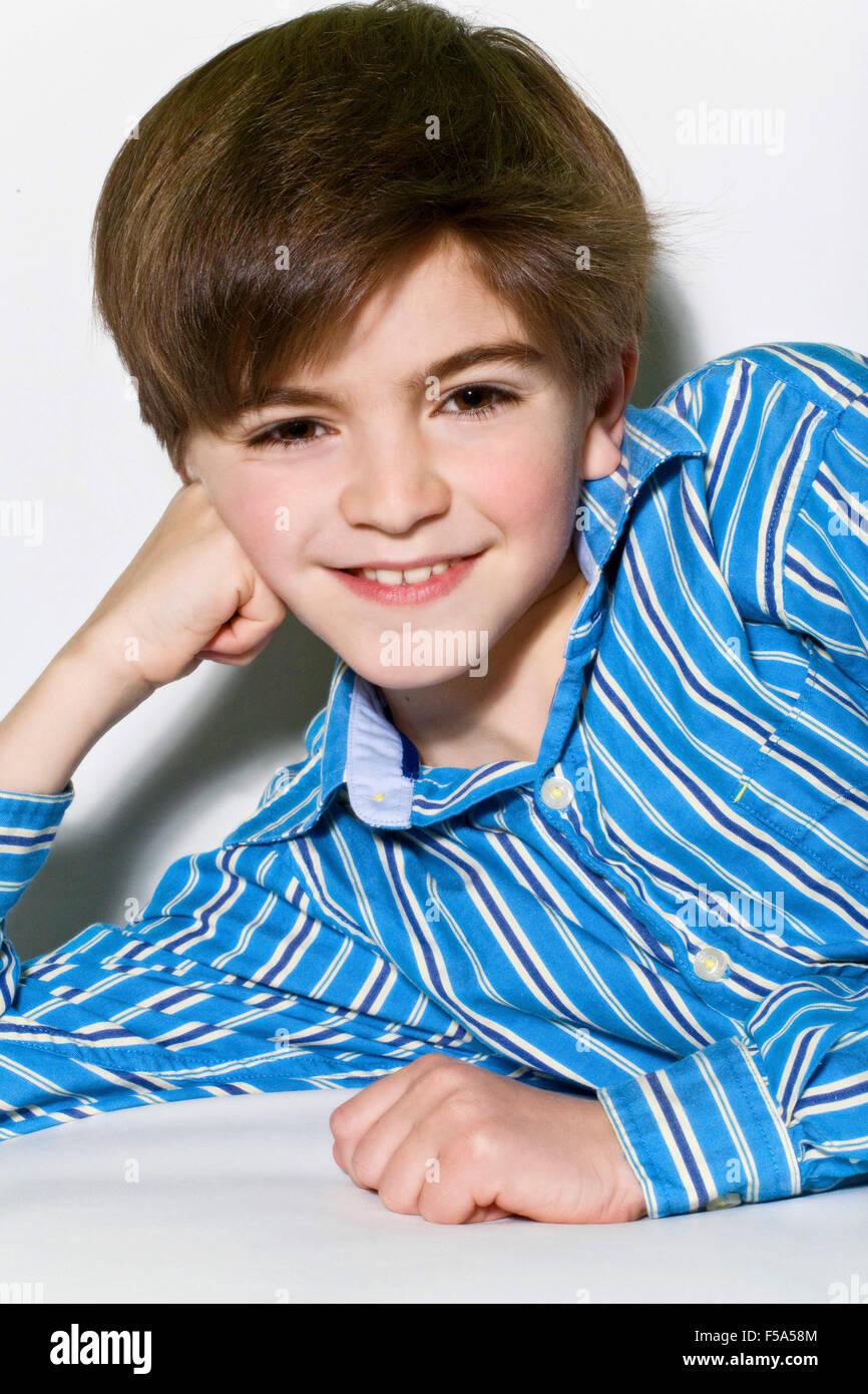 Ritratto di un giovane bambino sorridente Immagini Stock