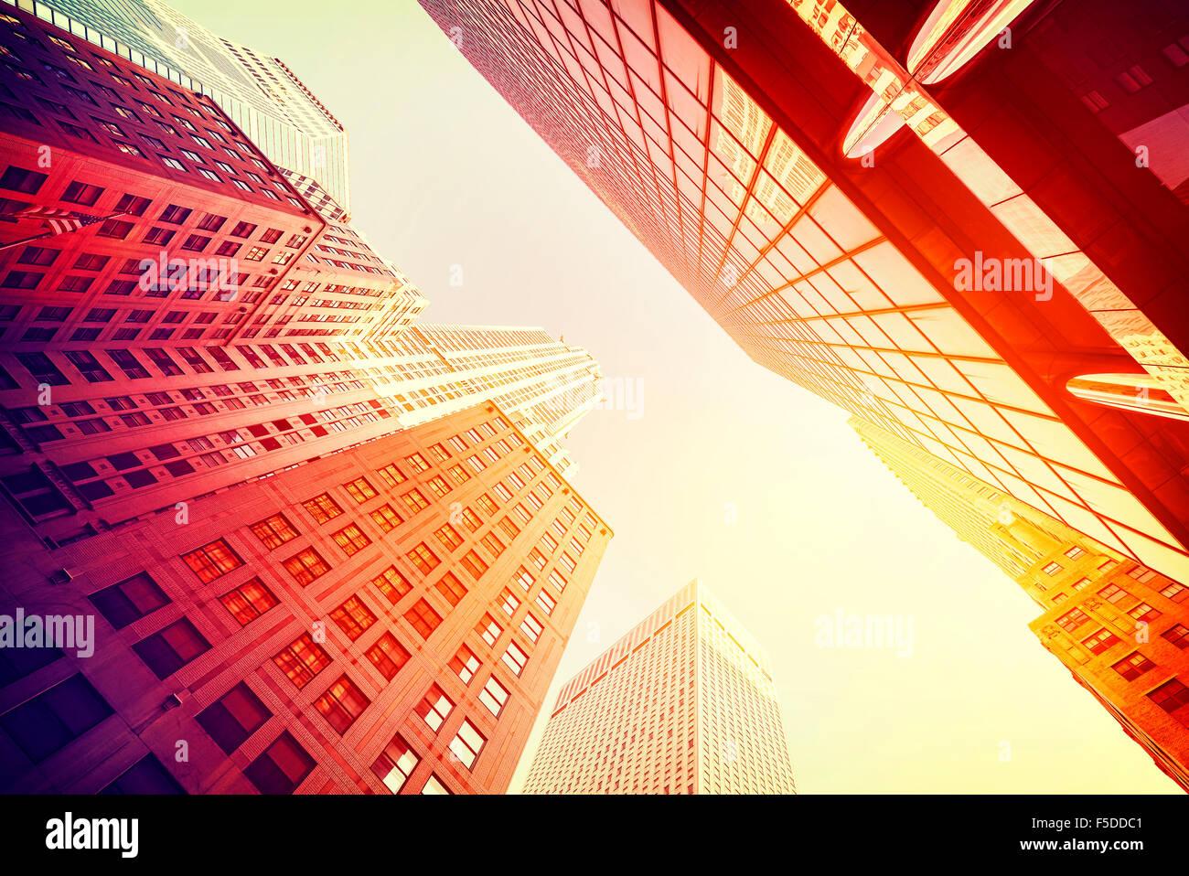 In stile vintage grattacieli di Manhattan al tramonto, NYC, Stati Uniti d'America. Immagini Stock