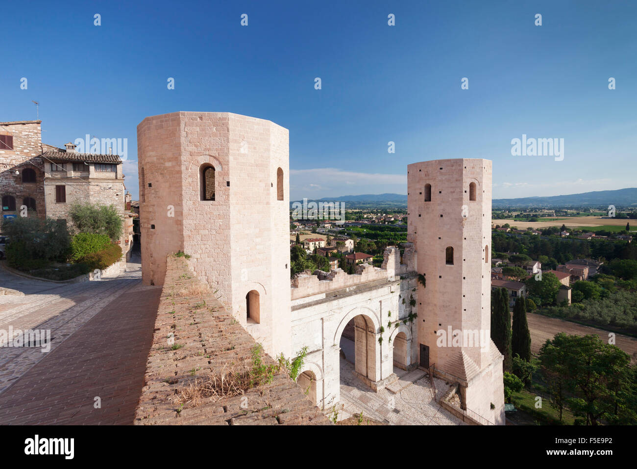 Porto Venere gate e Torri di Properzio Tower, Spello Comprensorio di Perugia, Umbria, Italia, Europa Immagini Stock