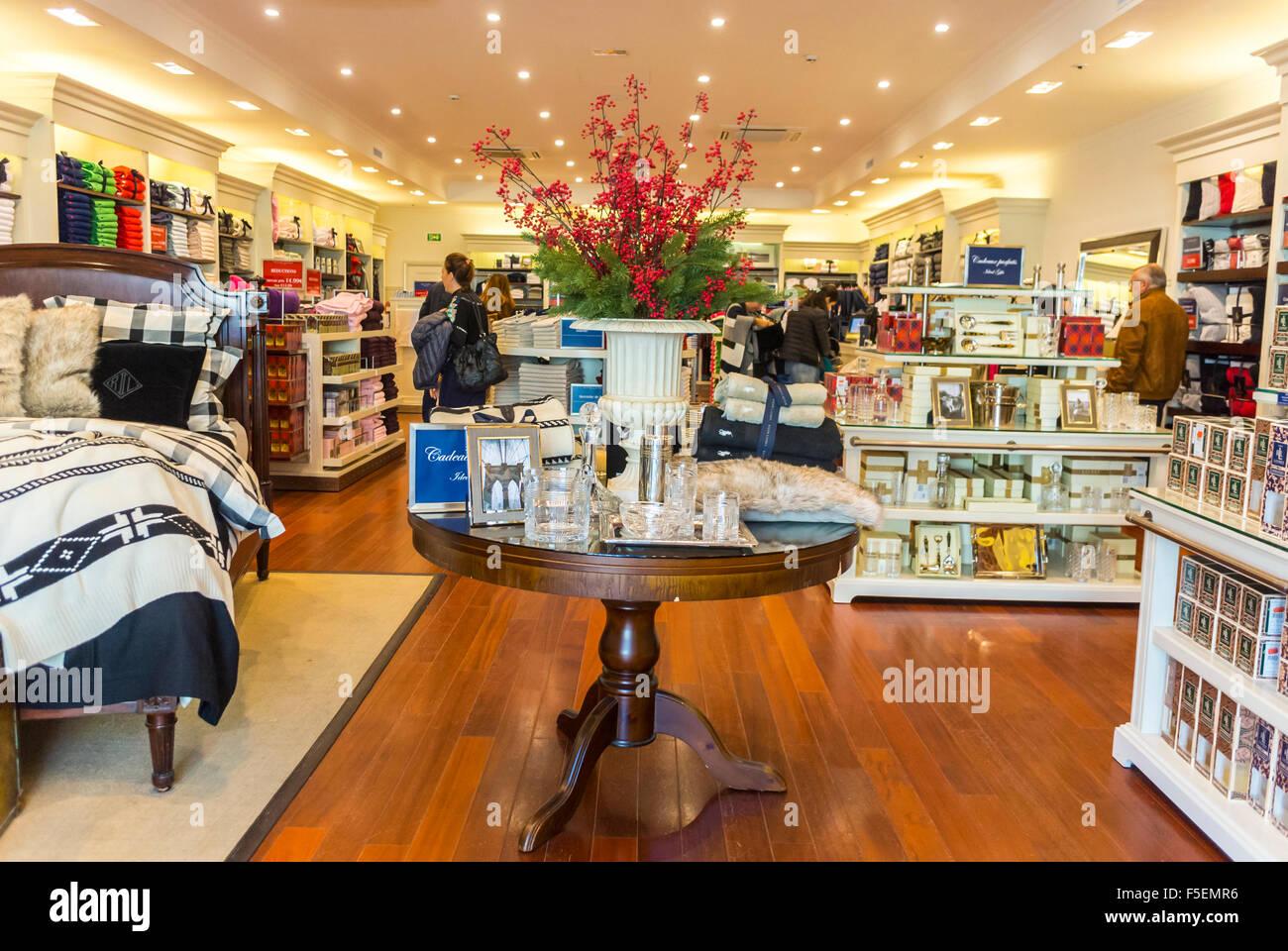 brand new 16dd5 791cd Parigi, Francia, negozi i negozi di lusso in 'la Vallee ...