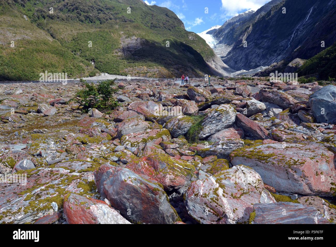 Rocce al ghiacciaio Franz Josef, un ghiacciaio a fondere a causa del cambiamento climatico, Franz Josef, Isola del Immagini Stock