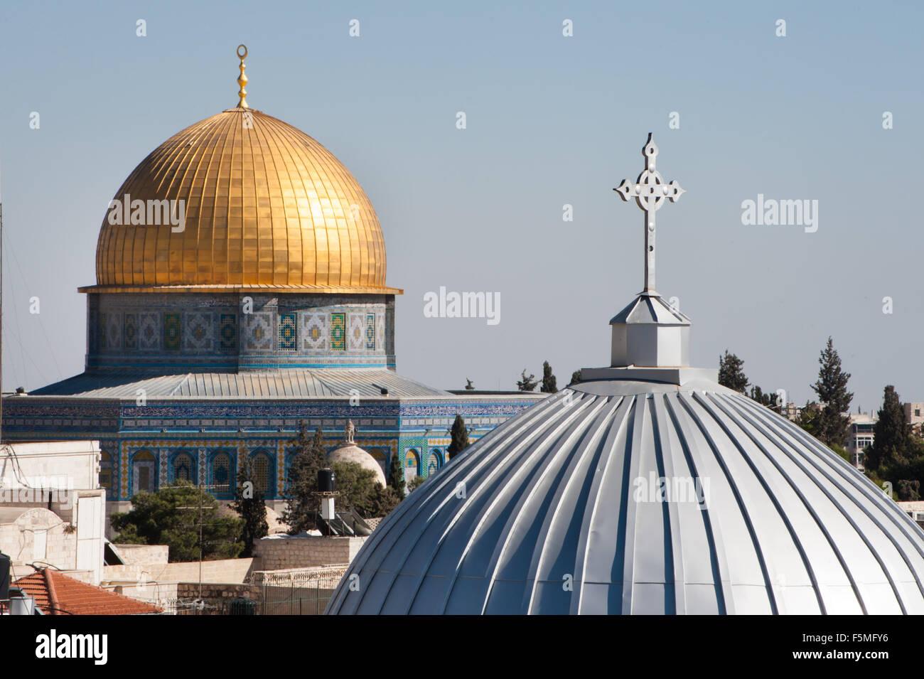Nostra Signora di spasmo la Chiesa Cattolica Armena e la Cupola della roccia nella Città Vecchia di Gerusalemme. Foto Stock