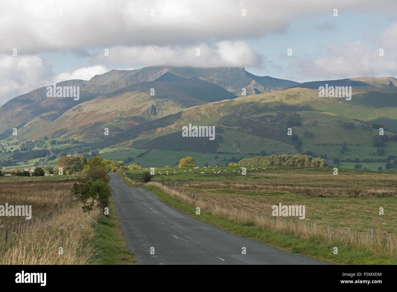 Viste a doppio spiovente o Blencathra cadde in autunno, Lake District, Cumbria, Regno Unito, GB Immagini Stock