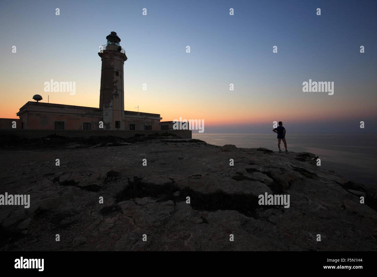 Lampedusa faro al tramonto, Sicilia, Italia Immagini Stock