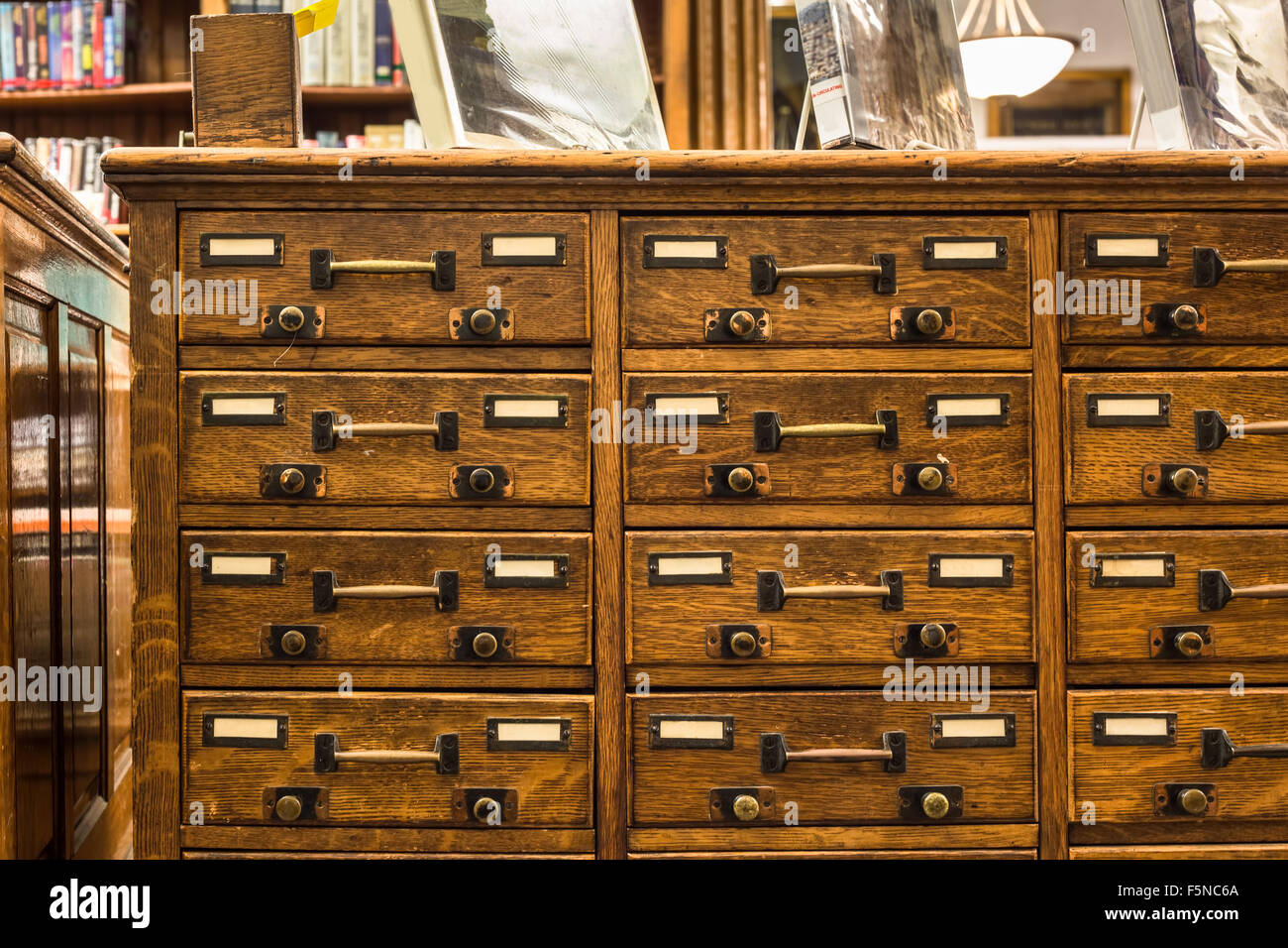 Vintage libreria di legno catalogo schede Immagini Stock