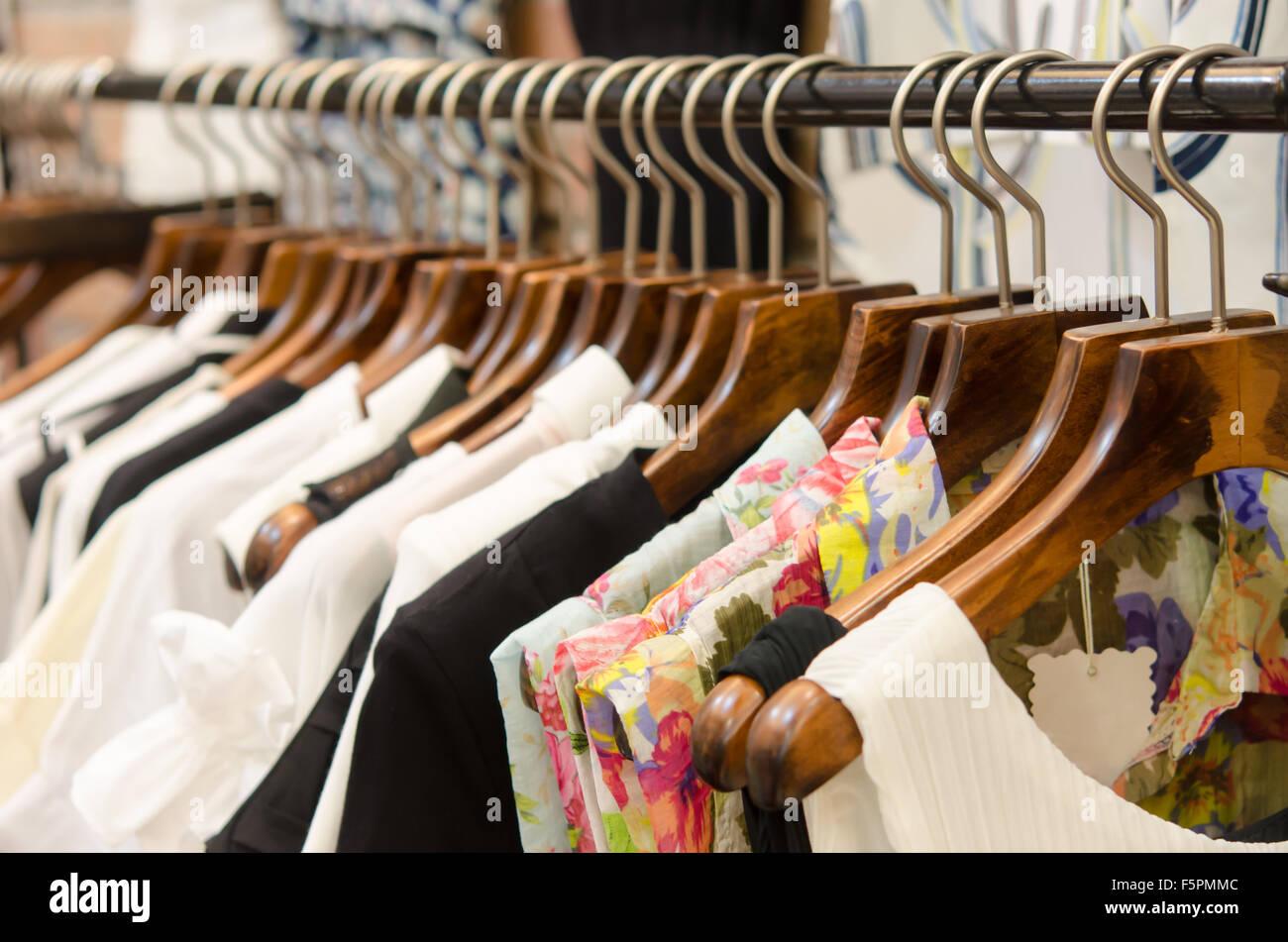 Appendiabiti Pantaloni.Appendiabiti Pantaloni E Gonne Per Donna Foto Immagine Stock