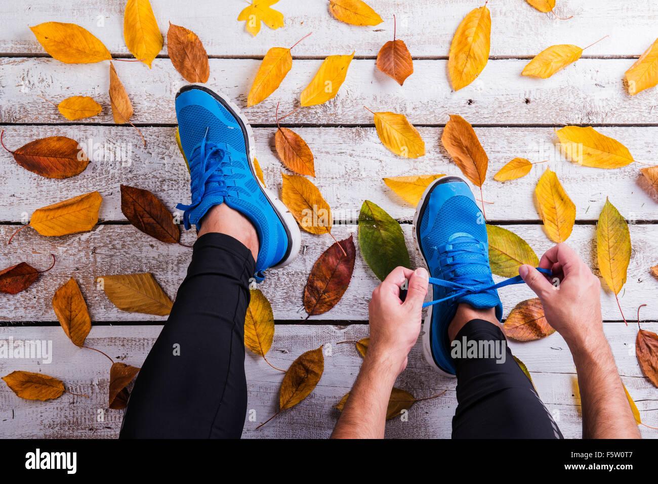 Runner lacci delle scarpe di legatura Immagini Stock