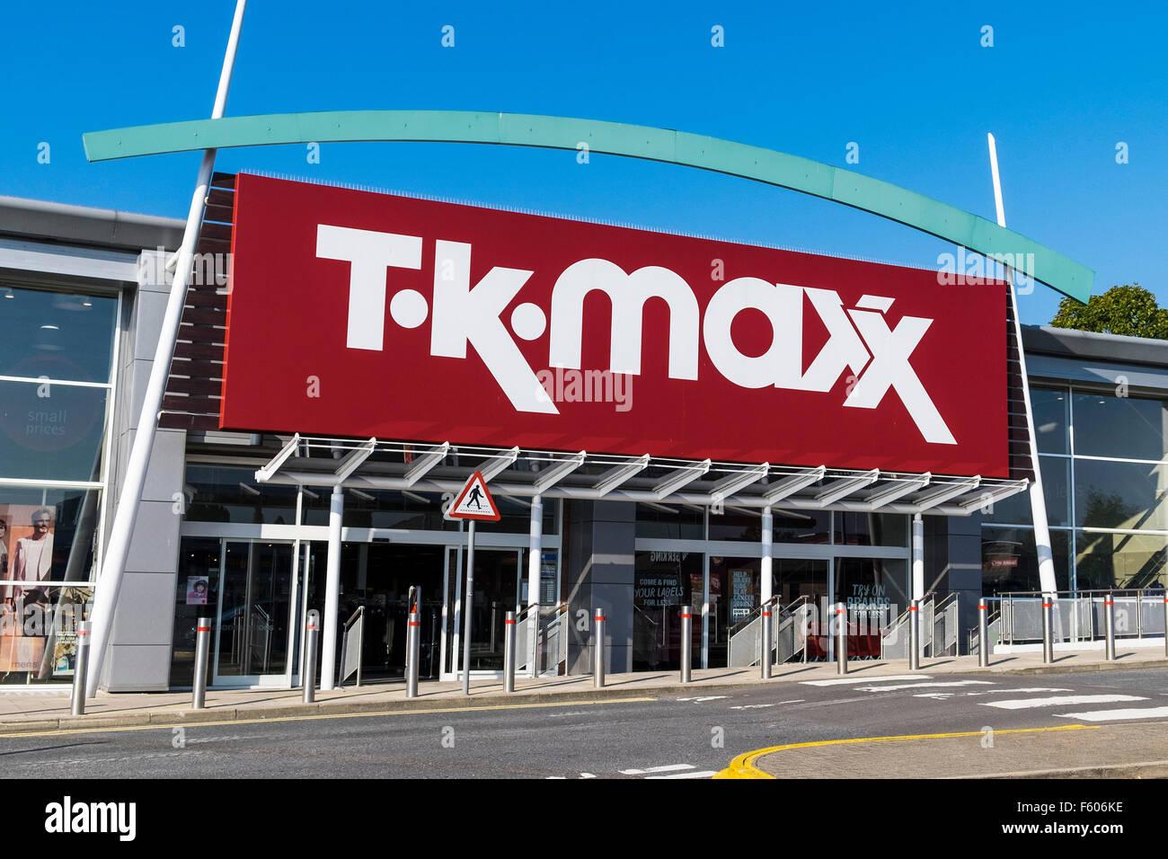 Un TK MAXX store sulla collina Pipps Retail Park a Basildon, Essex. Immagini Stock