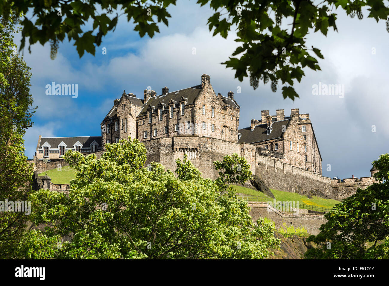Le pareti nord del castello di Edimburgo, Scozia Immagini Stock