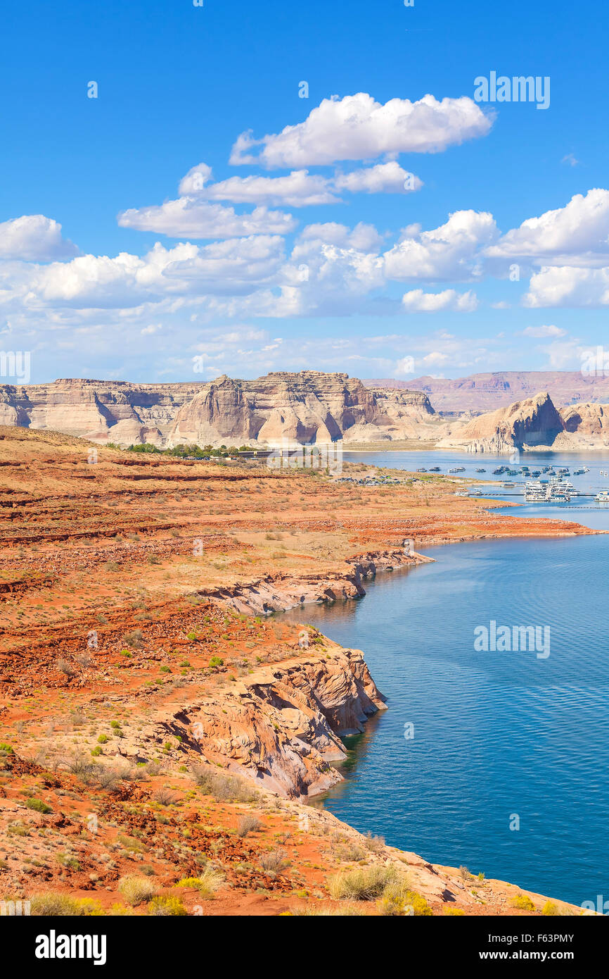 Lago Powell e marina di Glen Canyon National Recreation Area, STATI UNITI D'AMERICA. Immagini Stock