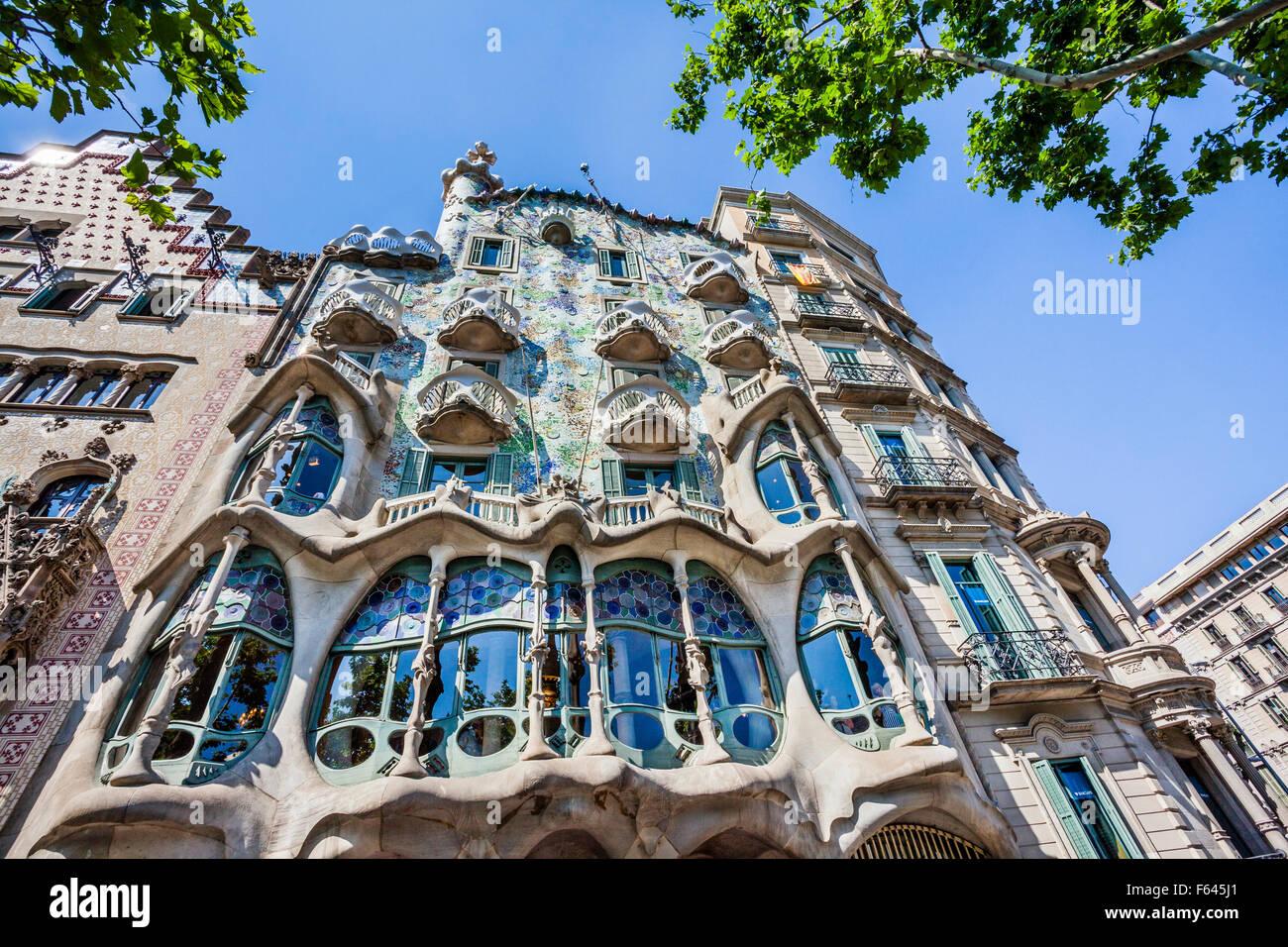 Spagna, catatonia, Barcellona, Casa Batlló a Passeig de Gràcia, ridisegnato in 1904 da Antoni Gaudi Immagini Stock