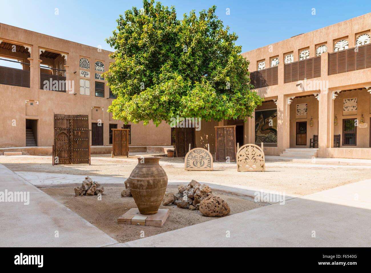 Cortile in architettura tradizionale Museo in area patrimonio al Shindagha,Dubai Emirati Arabi Uniti Immagini Stock