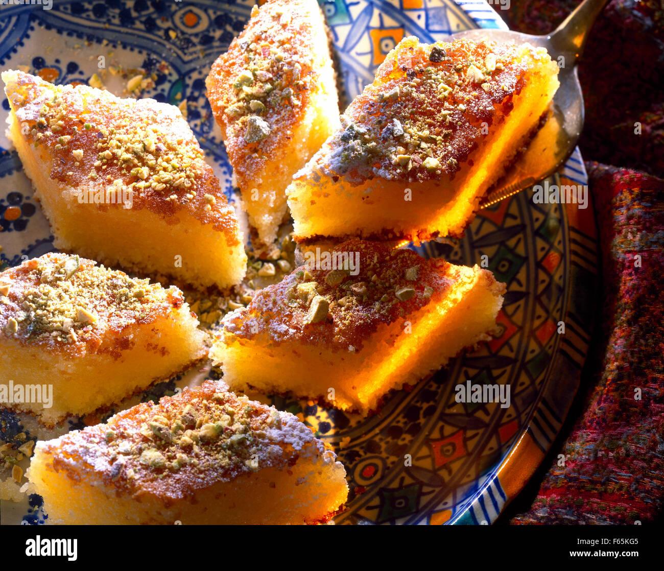 Nammoura :semola con latte fermentato e pistacchi Foto Stock