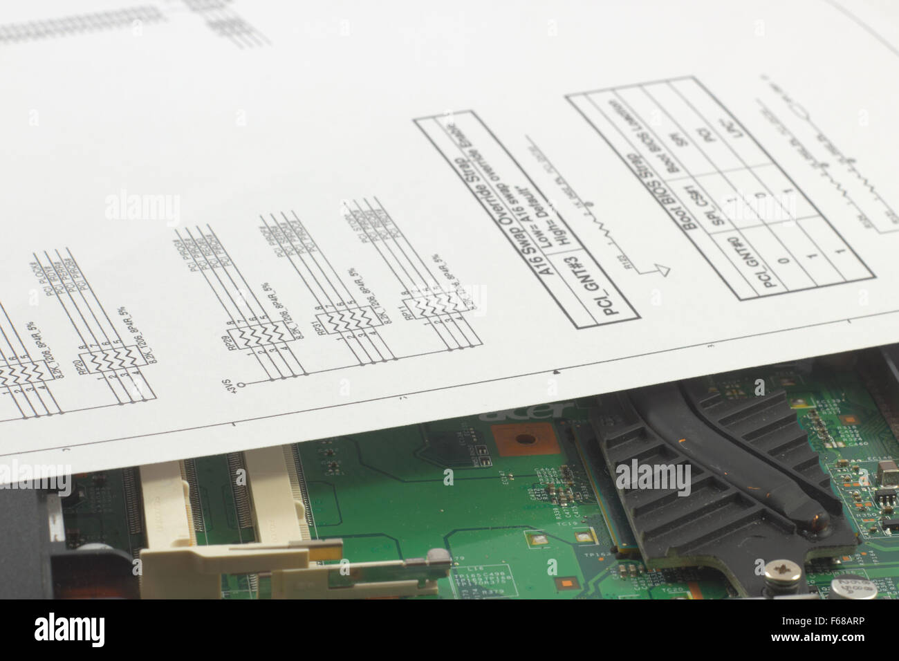 Schemi Elettrici Di Circuiti : Vista dettagliata dei circuiti di un notebook difettoso e relativi
