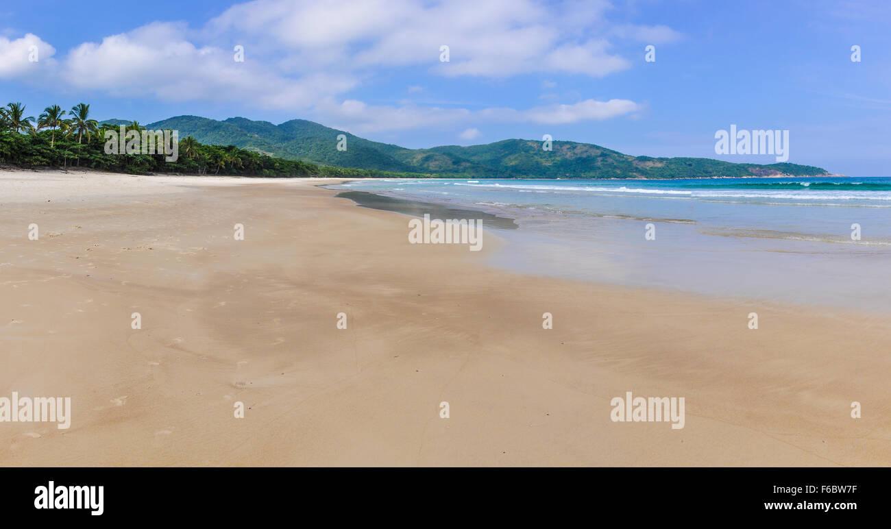 Lopes Mendes Beach in Ilha Grande Isola, Costa Verde, Brasile Immagini Stock