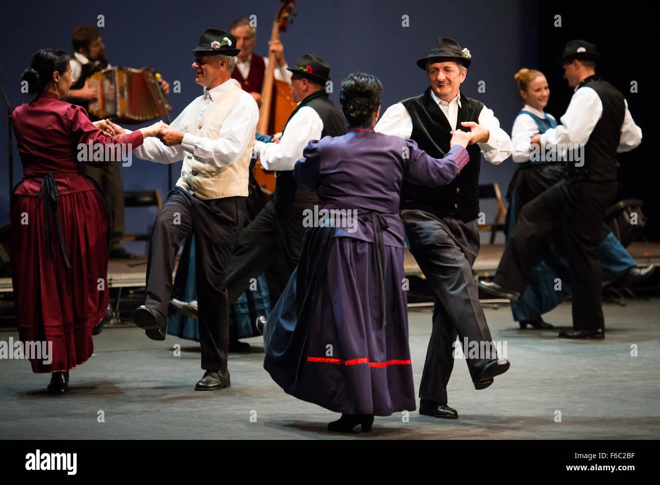 Folclore sloveno gruppo in esecuzione al ventisettesimo Folkart CIOFF Internazionale Folklore Festival, Festival Immagini Stock