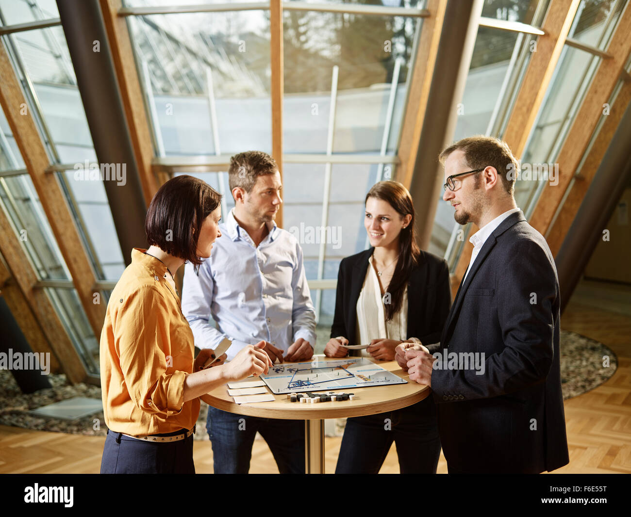 Coaching, workshop, pulmann parlando, la discussione di gruppo leadership training, Kolsass, Tirolo, Austria Immagini Stock