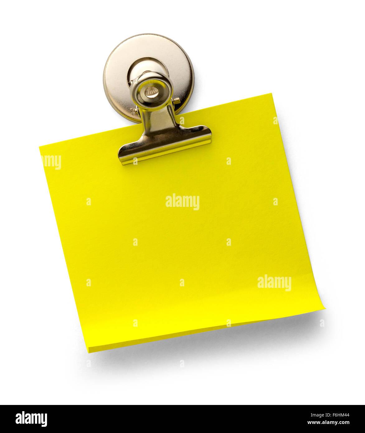 Bigliettino giallo con metallo magnetico Graffetta isolata su uno sfondo bianco. Immagini Stock