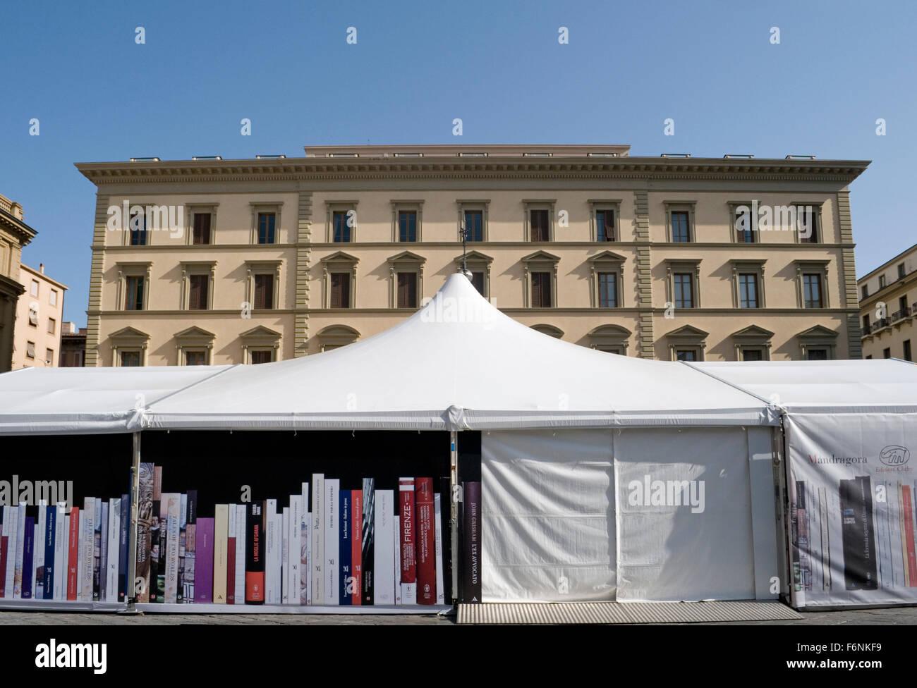 Libri stallo in Piazza della Repubblica, piazza Firenze, Toscana, Italia Immagini Stock