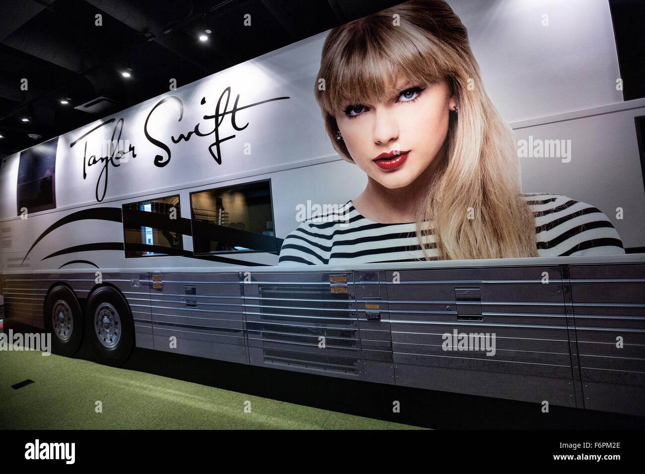 Display del cantante Talyor Swift tour bus sul display nella Country Music Hall of Fame a Nashville, TN. Immagini Stock