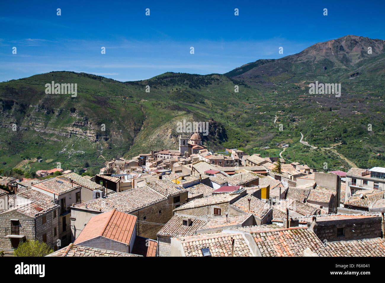 Panorama di Petralia Sottana, Sicilia, Italia Immagini Stock